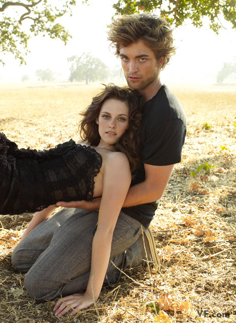 http://www.thebosh.com/celebritypictures/sites/default/files/photos/image_1/Kristen%20Stewart%20and%20Robert%20Pattinson2.jpg